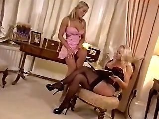 Blonde Lesbos Get It On!